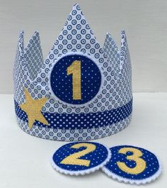 Kronen - Geburtstagskrone mit 3 beliebigen Zahlen-Buttons - ein Designerstück von Atelier-Kreatissimo bei DaWanda