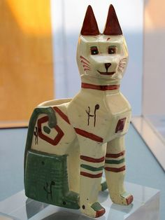 Ceramic 'cubist cat' by Louis Wain, on display as part of the Louis Wain exhibition at Brent Museum. Louis Wain Cats, Whippet Dog, Geometric Sculpture, Vintage Cat, Cat Drawing, Ceramic Vase, Crazy Cats, Pottery Art, Dog Breeds