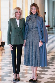 Melania Trump Looks Elegant in Dior Pleated Dress for Armistice Day in Paris - French First lady Brigitte Macron (L) welcomes US First Lady Melania Trump (R) - Melania Trump Shoes, Donald And Melania Trump, First Lady Melania Trump, Trump Melania, French First Lady, Us First Lady, Milania Trump Style, Designer Evening Dresses, Haute Couture Fashion