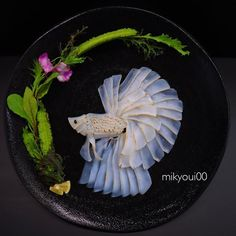 Sashimi Artist Designs Incredible Food Art From Raw Fish And Other Edible Ingredients Arte Do Sushi, L'art Du Sushi, Sushi Art, Sashimi Sushi, Sushi Food, Amazing Food Art, Creative Food Art, Food Humor, Cute Food
