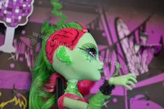 Monster High Zombie Dance 2 Packs  http://sparshop.biz/monster-high-2014-ii/monster-high-zombie-shake-2er-pack-sortiment-bjr15/zombie-shake-rochelle-goyle-and-venus-mcflytrap.php