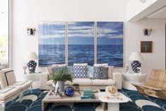 Um dos políptico mais charmosos é o tríptico de mar, que traz cor, aconchego e paz para os ambientes. Vem ver uma seleção de salas com o trio de quadros