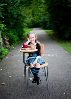 Back to School Mini Sessions #portraitsbycarmen #back #to #school #mini #session #backtoschool #minisession #apple #desk #park http://www.portraitsbycarmen.com