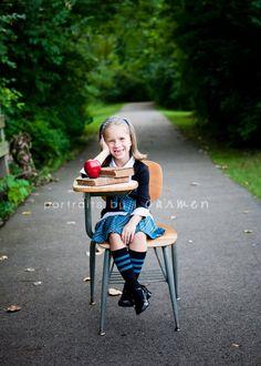 Back to School Mini Sessions #portraitsbycarmen #back #to #school #mini #session #backtoschool #minisession #apple #desk #park http://www.portraitsbycarmen.com