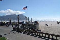 Seaside, Oregon - Nostaligic, touristy and WONDERFUL!. (vaca 2006) Whale watched in this area and had amain chowder.