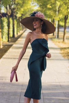 A nice outfit and spring hat I d wear to watch the horse races at our country club Kentucky Derby Outfit, Kentucky Derby Fashion, Horse Race Outfit, Horse Race Hats, Wedding Hats For Guests, Derby Outfits, Modelos Plus Size, Races Fashion, Elegant Outfit