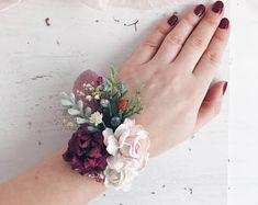 Burgundy Flower wrist corsage, Fall wrist corsage, Bridesmaids wrist corsage, Fall weddings, flower bracelet