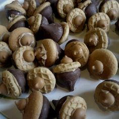 Peanut Butter Chocolate Acorns - Yummy festive fall treat!