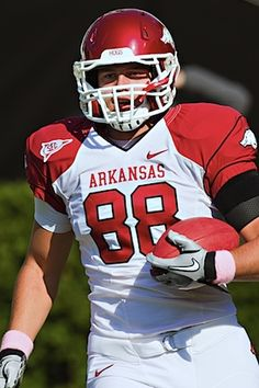 RIP Garrett Uekman: Arkansas tight end dead of unknown causes
