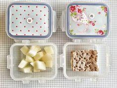 día1   En casa: leche con copos de avena Guarde: melón y cracker integral de semillas con hummus