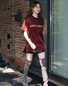South Korean model and actress Lee Sung-Kyung looked so chic as she attended the STUART WEITZMAN 2016 FW Presentation in Seoul, South Korea on… Korean Actresses, Korean Actors, Lee Sung Kyung Fashion, Stuart Weitzman, Weighlifting Fairy Kim Bok Joo, Yg Entertainment, Kim Book, Korean Street Fashion, Just Girl Things