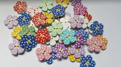 20 x 2-Hole Printed Wooden Buttons - 20mm - Polka Dot Flower - Mixed Colour