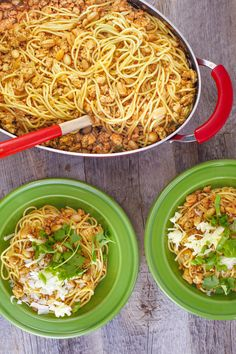 Chicken Chili Cowboy Spaghetti Recipe - Good recipe when taking others a meal Cowboy Spaghetti, Chili Spaghetti, Spaghetti Recipes, Pasta Recipes, Chicken Recipes, Dinner Recipes, Cooking Recipes, Dinner Ideas, Zoodle Recipes
