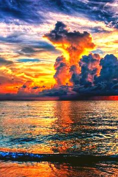 Sunset, Ocean and Clouds. Image Nature, All Nature, Nature Photos, Amazing Nature, Beautiful Sunset, Beautiful World, Beautiful Places, Outdoor Fotografie, Sky And Clouds