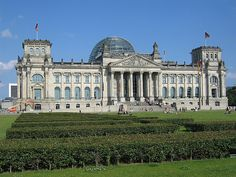 Reichstag, Berlin - Germany a few meters from the palace he was Berlin Wall that divided Germany for 45 years Places Around The World, Travel Around The World, Around The Worlds, Beautiful Architecture, Beautiful Buildings, Wonderful Places, Beautiful Places, Wanderlust, Germany