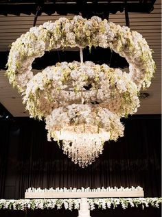 Don't you think this flower #chandelier is amazing? Photo Credit: Inlighten Photography