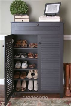 Incredible Today we're showing off some beautiful ways to organize your shoe collection and stylize the nook they already live in. From mudrooms to bedrooms, there are a variety of places around the house they can and will get cluttered with the family's shoes, so why not find ..