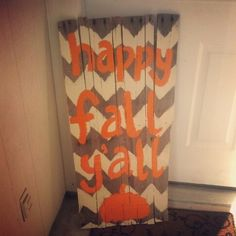 DIY pallet sign chevron & happy fall yall (pic only) Pallet Crafts, Pallet Art, Diy Pallet, Diy Arts And Crafts, Decor Crafts, Home Crafts, Fall Halloween, Halloween Crafts, Holiday Crafts