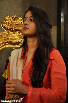 Actress Anushka, Tamil Actress, Bollywood Actress, Anushka Photos, Churidar Designs, Anushka Sharma, Profile Photo, India Beauty, Actress Photos
