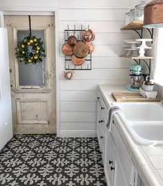 Outstanding 65+ Amazing Farmhouse Kitchen Design And Decorations Ideas https://decoredo.com/10285-65-amazing-farmhouse-kitchen-design-and-decorations-ideas/