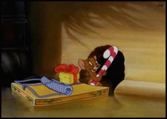 """Jerry outfoxes Tom's Christmas mouse trap in """"The Night Before Christmas"""" (1941)"""