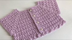 Pala de Crochê Alice Gilet Crochet, Crochet Yoke, Crochet Baby Cardigan, Knit Baby Dress, Knitted Baby Clothes, Crochet Girls, Crochet For Kids, Crochet Baby Dress Free Pattern, Baby Knitting Patterns
