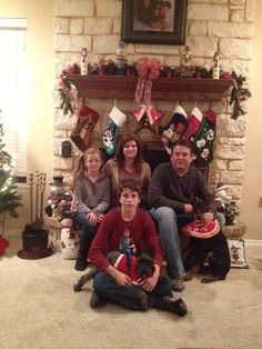 """""""Mom wanted me to photoshop myself into the family Christmas photo, but there wasn't really room for me, so I made it work."""" This is hilarious"""