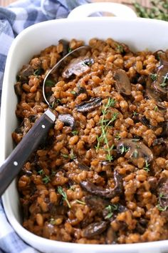 This mushroom farro recipe is one of our favorite holiday side dishes! Made right in your crock pot so it\'s ready when you are! #farro #sidedish #holidayside #vegetarianrecipes #mushrooms