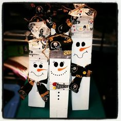 Best Pics Wooden snowmen family Ideas Winter season brings throughout little ones play house instances which might be hallmarked by means Wooden Christmas Crafts, Santa Crafts, Snowman Crafts, Wooden Crafts, Christmas Signs, Holiday Crafts, Christmas Time, Wood Snowman, Office Christmas Decorations
