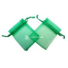 Bolsitas de Organza Verdes, pequeñas, para que tus detalles queden perfectos, también las puedes utilizar para hacer saquitos aromáticos, sólo tienes que llenarlas por ejemplo de sales aromáticas. #packaging #decoración #diy