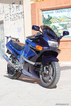 1990 Kawasaki ZZR 600 / ZX6 Kawasaki Motorcycles, New Motorcycles, Kawasaki Zx10r, Motorcycle Manufacturers, Performance Engines, Supersport, Super Bikes, New Pictures, Hot Wheels