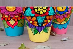 Flower Pot Art, Flower Pot Design, Painted Plant Pots, Painted Flower Pots, Pottery Painting Designs, Ceramic Painting, Diy Painting, Clay Pot Crafts, Clay Pots