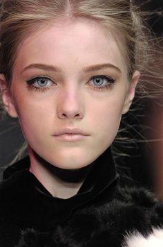 passionedelamode: Vlada Roslyakova - close up - runway Love Makeup, Beauty Makeup, Hair Makeup, Hair Beauty, Beautiful Models, Beautiful People, Vlada Roslyakova, Deep Set Eyes, High Fashion Models