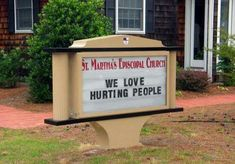 These hilarious church signs are sure to make you laugh! Did your church make the list? Be thankful if it didn't! Funny Street Signs, Funny Church Signs, Church Humor, Funny Sms, Christian Memes, Episcopal Church, Have A Laugh, Winter Scenes, Critical Thinking