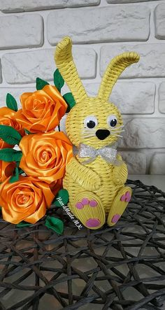 Newspaper Crafts, Easter Crafts, Quilling, Crochet Baby, Weaving, Christmas Ornaments, Holiday Decor, Spring, Diy