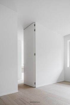 Artisan Chloré 6 - Lilly is Love Invisible Doors, Sliding Door Design, Sliding Doors, Flush Doors, Interior Minimalista, Door Detail, Room Doors, Internal Doors, Interior Architecture