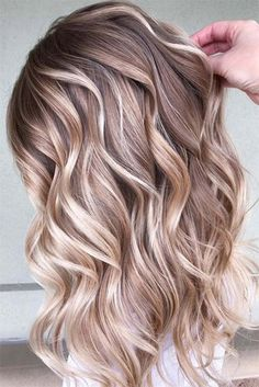Nice Shimmer Blond Balayage Highlights To Use In 2018 hair color highlights - Hair Color balayage Blonde Balayage Highlights, Hair Color Balayage, Blonde Color, Blonde Hair Light Brown Highlights, Caramel Hair With Blonde Highlights, Winter Blonde Hair, Blonde Ombre Hair, Blonde Weave, Balayage Hair Blonde Medium