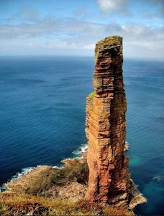 The old man of Hoy (Orkney Islands, Scotland) I would love to see this place, it looks so peaceful and beautiful. The old man of Hoy (Orkney Islands, Scotland) I would love to see this place, it looks so peaceful and beautiful. Beautiful World, Beautiful Places, Orkney Islands, Equador, Scottish Islands, Scotland Travel, Scotland Uk, Old Men, British Isles