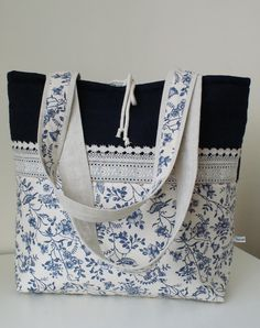 basket with blue flowers by SandraStJu, very pretty bag! i would add a nice embroidery design on the dark blue,Beautiful Bag that is Expertly Made - Nice design with trims.Denim Handbag Tote bag with r Fabric Purses, Fabric Bags, Patchwork Bags, Quilted Bag, Denim Handbags, Tote Handbags, Diy Sac, Sacs Design, Handmade Purses