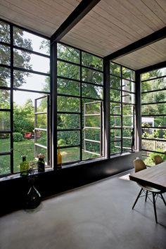 innenliegende Stahlkonstruktion und SichtestrichSichtestrich - Anbau Esszimmer, Küche an Siedlerhaus 30er Jahre