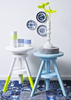 We love any little details on white pots, vases or plates - ceramics in general, such as the clean & modern patterns in ink blue that can be seen on those two gorgeous vases. We've gotta find them, anyone know where they are from?
