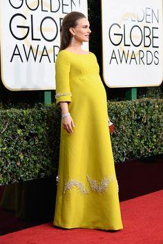 Natalie Portman In Christian Dior – 2017 Golden Globe Awards Maternity Shoot Dresses, Maternity Wear, Maternity Fashion, Pakistani Formal Dresses, Hijab Wedding Dresses, Golden Globe Award, Estilo Natalie Portman, Stylish Tops For Women, Pregnancy Fashion Winter