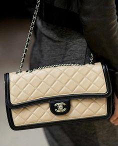 Chanel Taschen 2.55 creme schwarz