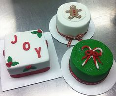Individual Christmas Cakes from allthingscakeshop.com
