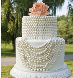 future brides brainstorming on wedding cakes? this Coco Chanel inspired #wedding #cake is perfect for a fashionista bride