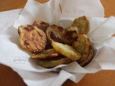 Hambúrguer PEDE batata como acompanhamento. E se no lugar da batata inglesa você fizer batata doce? Fica tão bom quanto! Receita completa em http://gordelicias.biz.