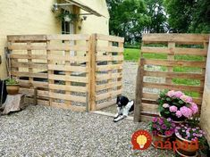 a Pallet Fence that will cost you nothing Repurpose {Pallets} into a {Pretty Fence} for your driveway!Repurpose {Pallets} into a {Pretty Fence} for your driveway! Wood Pallet Fence, Pallet House, Diy Fence, Backyard Fences, Fence Ideas, Backyard Ideas, Fence Garden, Patio Ideas, Garden Pallet