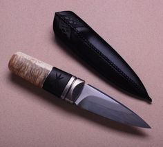 http://www.andershogstrom.com/knife_gallery.php?gallery=short_knives