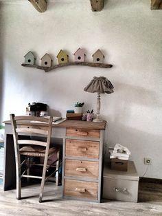 Bureau enfant chiné , décapé , peint grège et Nature , Bois flotté Camargue et création boites à oiseaux @ Laurent Garcia