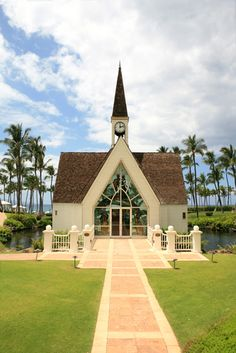 Picture - Path leads to small church at Maui Resort.   PlanetWare